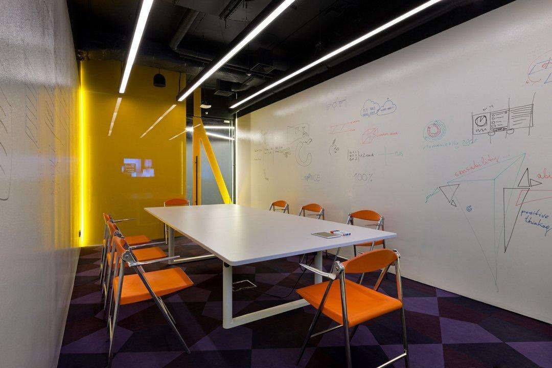 上海小办公空间装修如何高效配置摆放办公家具?