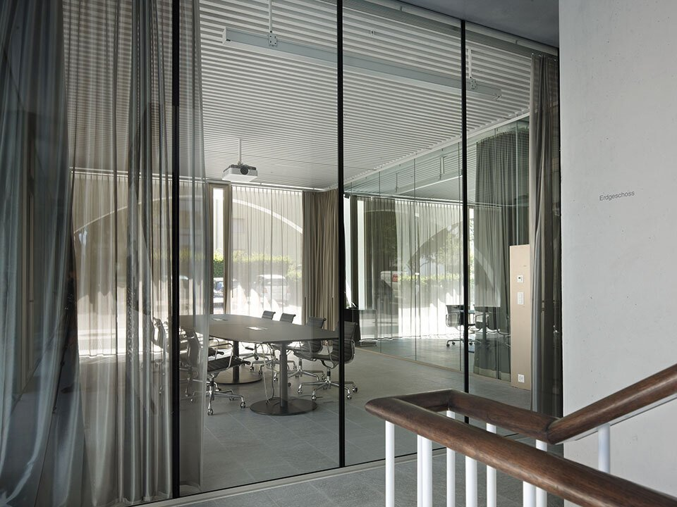 上海办公空间装修中家具的设计感如何体现