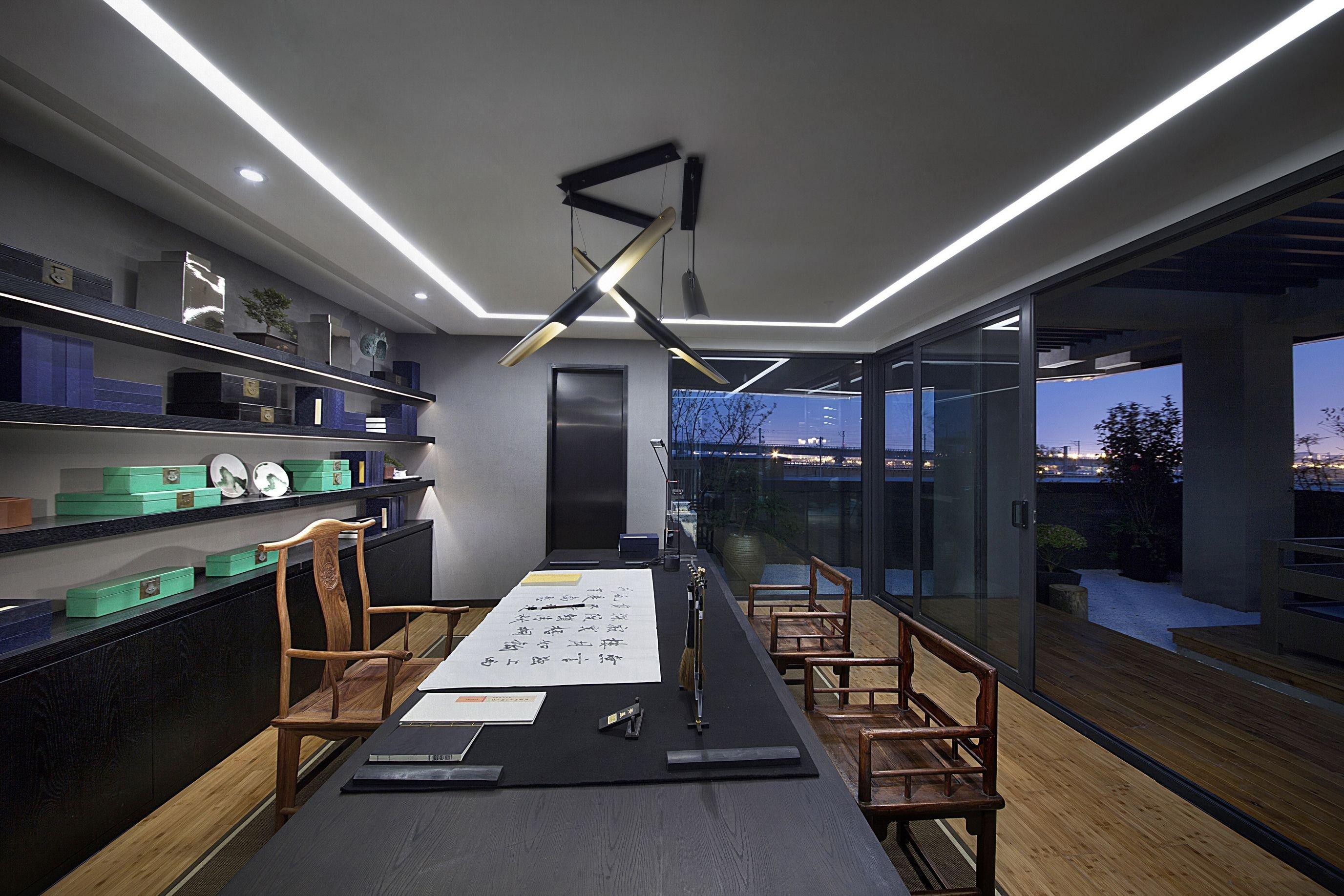 在上海办公室装修中玻璃门有几种类型