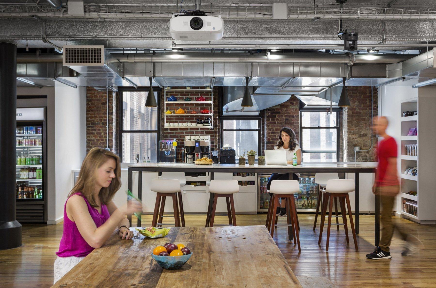 上海办公室装修中墙纸和硅藻泥的对比