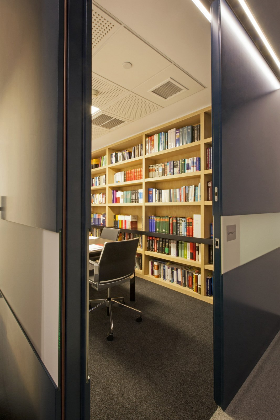 上海办公室装修中让办公家具动起来