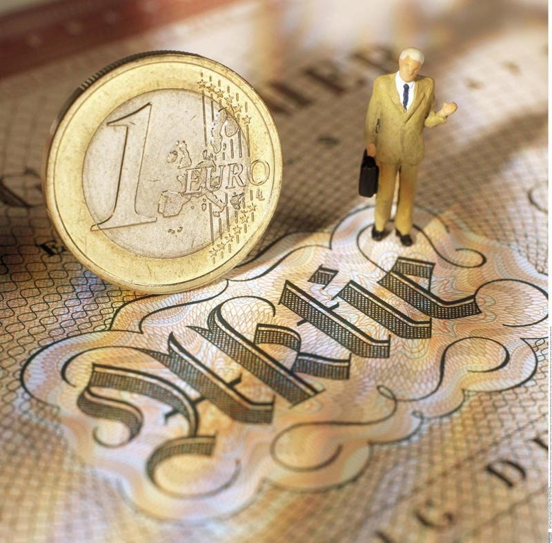 """适度提升权益基金配置""""科技+金融""""将成优选配置"""