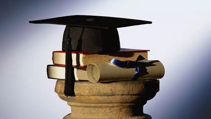 EMBA研修班和在职研究生上课方式相同吗?