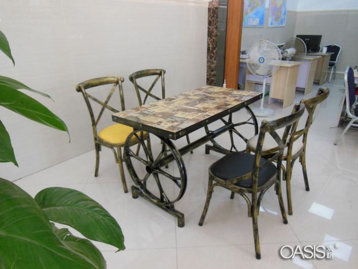 工业风装修餐馆卡座桌椅(实拍图)工程案例