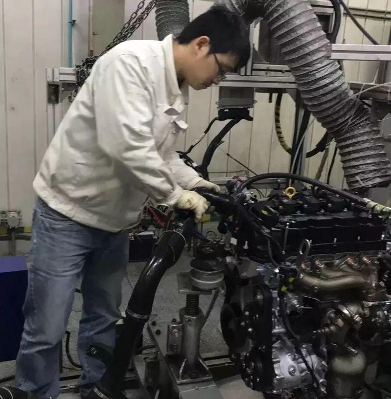 发动机与海博华测功机的对中工作