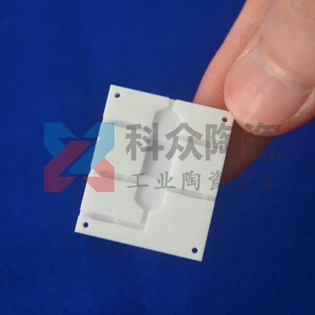 氧化铝工业陶瓷用途可用于厚膜集成电路