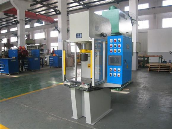 單柱油壓機