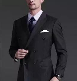 绅士们需要定制西装的缘故
