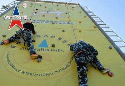 拓展训练项目:竞技攀岩