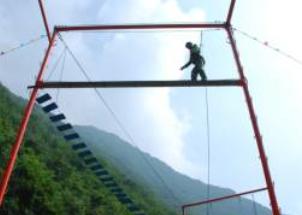 拓展训练项目:独木桥