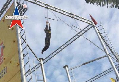 拓展训练项目:空中单杠