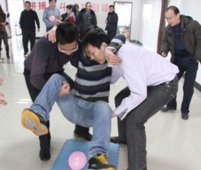 拓展训练项目:坐气球