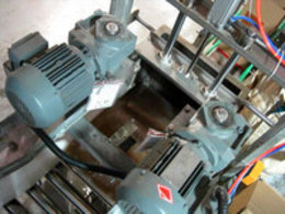 PE中袋软包装装箱机在金龙鱼顺利投产