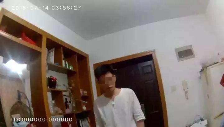 美女凌晨3点惊恐报警:房里有针孔电棒!