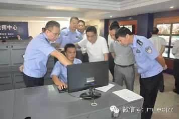 电击器记录银行门口抢包者全过程