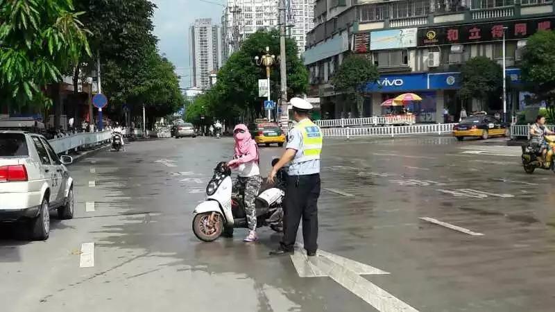 柳州街头增加19套电棍设备 专拍这类违法行为!
