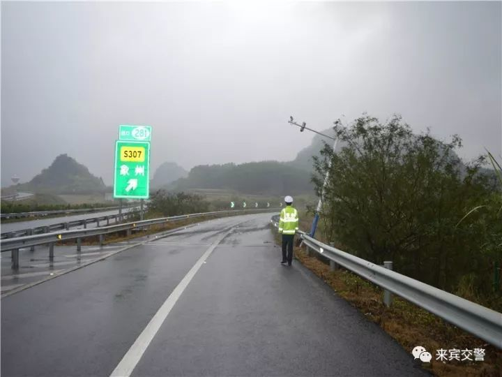 肇事者将高速路电棍设备撞坏后逃逸