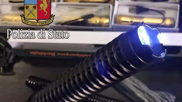 是武器,不是防身用品?意警方查扣华人电击枪和辣椒水