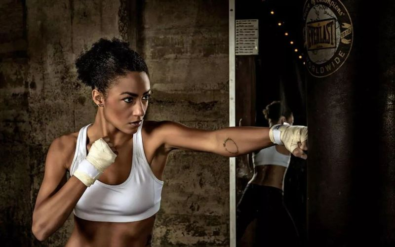女生练搏击只能防身