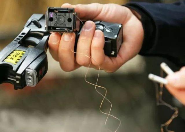 泰瑟电击枪结构原理
