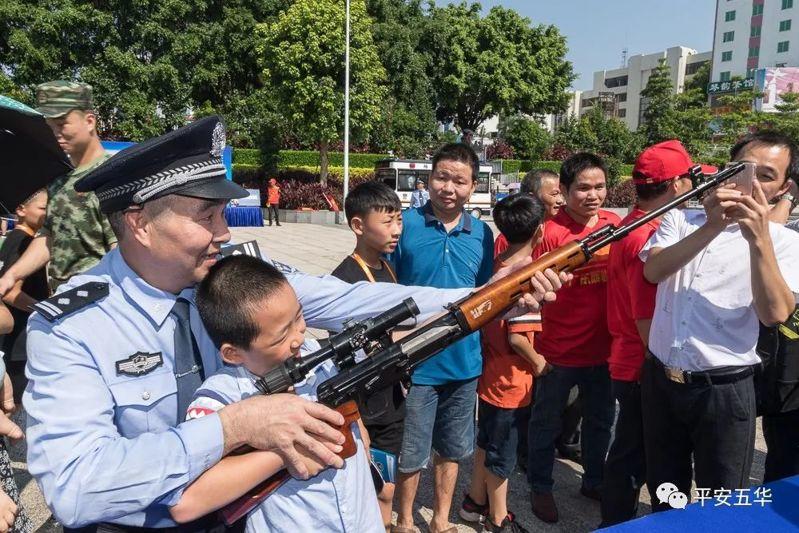 五华安警察开放日现场展示:特警装备、警用枪支等