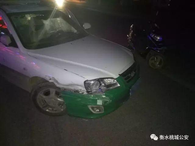 歹徒持电棍打劫出租车司机!