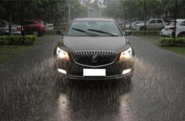 「租车安全么」放伯匆,注意:雨天开车出行要做好准备工作