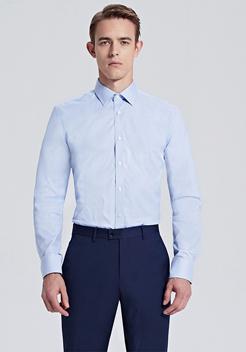 浅蓝色方领商务衬衫