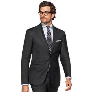 黑色两粒扣经典西服套装