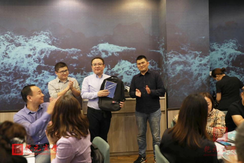 2020年香港财经学院硕博学位项目毕业典礼