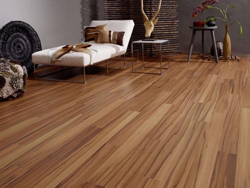 在重庆装修选择瓷砖还是木地板加盟