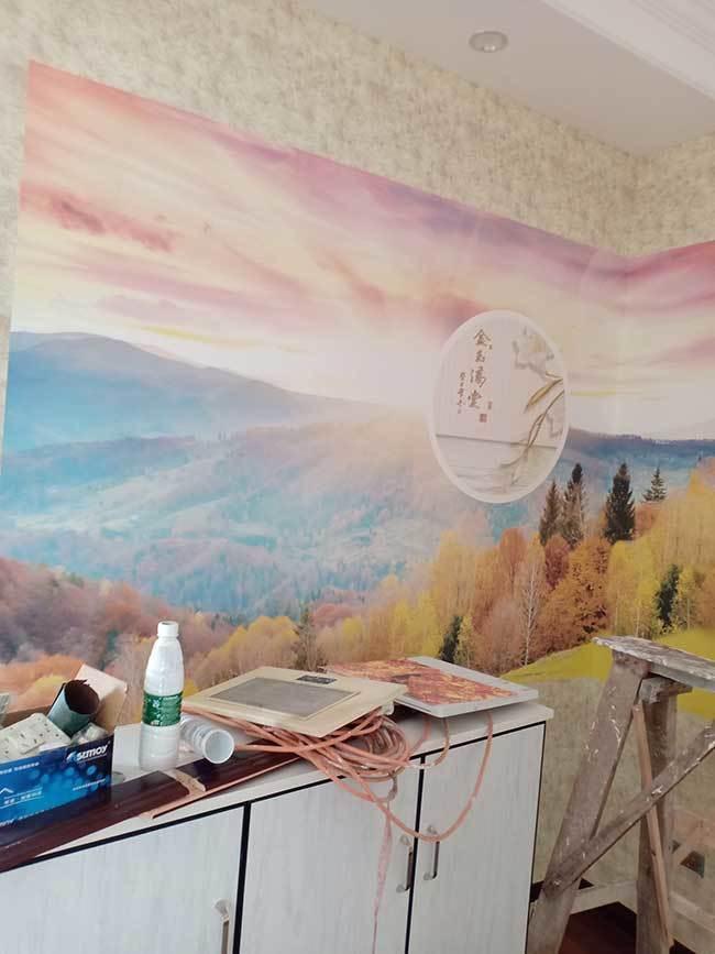 餐厅安装好的风景画墙布