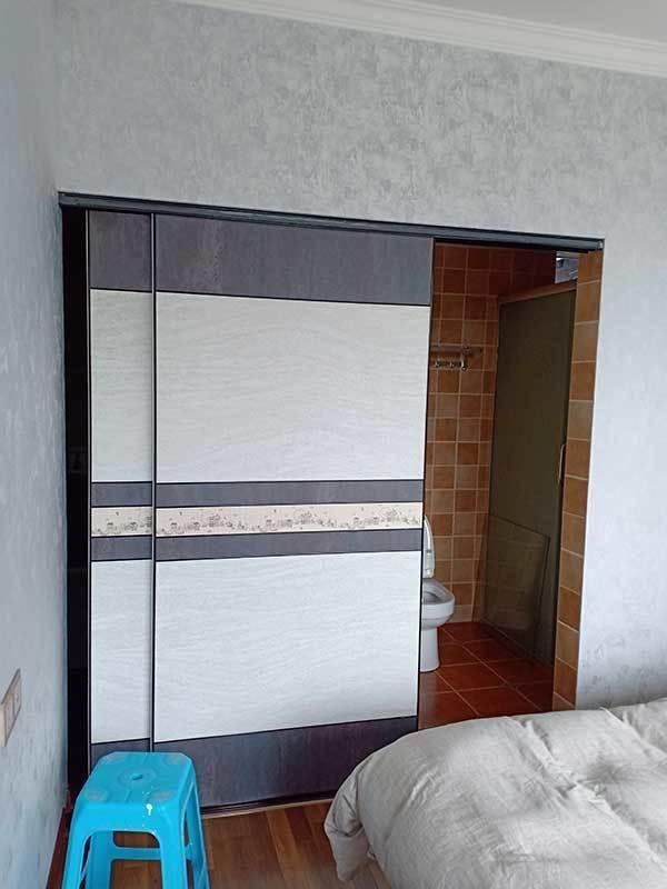 主卧室卫生间隔断定制滑门