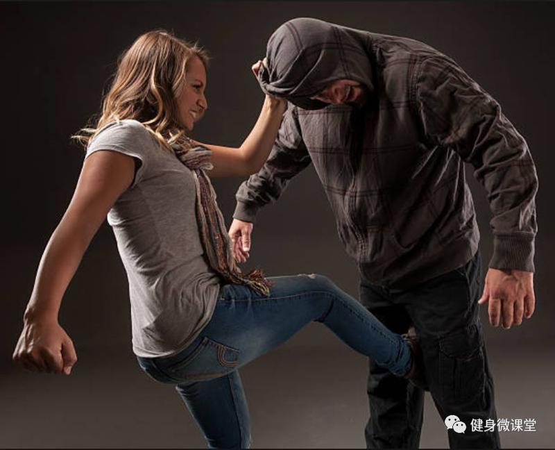 面对凶残歹徒,这才是最实用的女子自卫防身术!