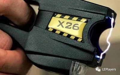 国外执法人员如何使用泰瑟电击枪