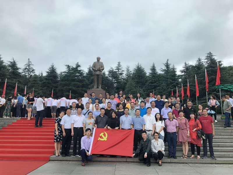常宁市教育局韶山红色培训合影