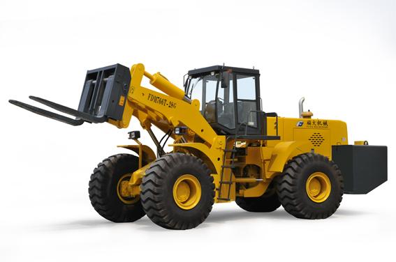 福大機械FDM766T-28 輪式叉裝車通過福建省新產品新技術鑒定驗收