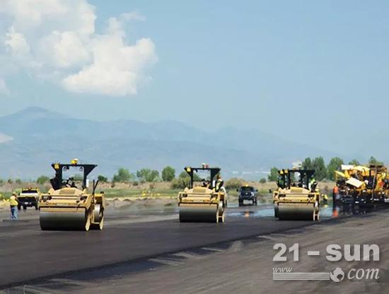 美国有超过260万英里的铺路道路,其中超过94%是沥青路面