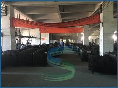 中型弹簧车间待立定区-广东旭龙弹簧厂