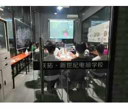 室内设计专业学生上课场景