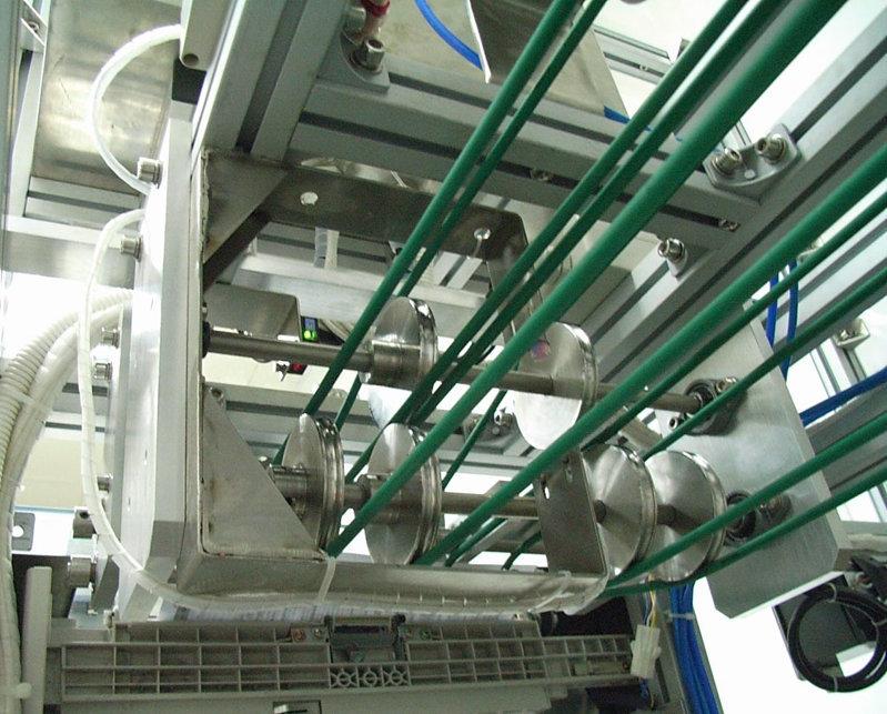 cnc精密机械加工:龙门式cnc精密机械加工设备就用得较为多的设备,他的通用性很广