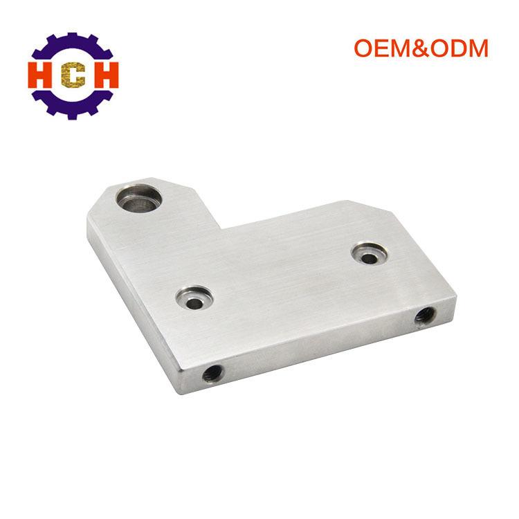 使用cnc精密机械加工汽车内饰件的非标准零件加工由模拟装置控制