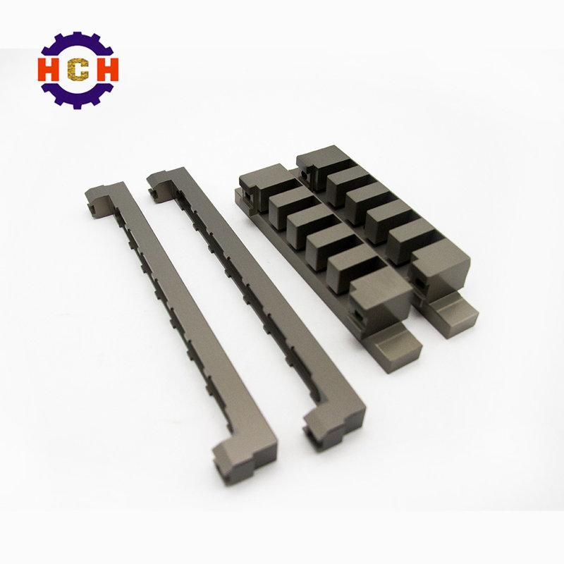 车间生产加工过程中的高精度cnc精密机械加工数控铣刀的操控