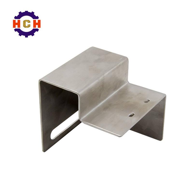 深圳机械零部件加工厂的CNC加工中心对精密零部件的五金零件进行四项表面处理。