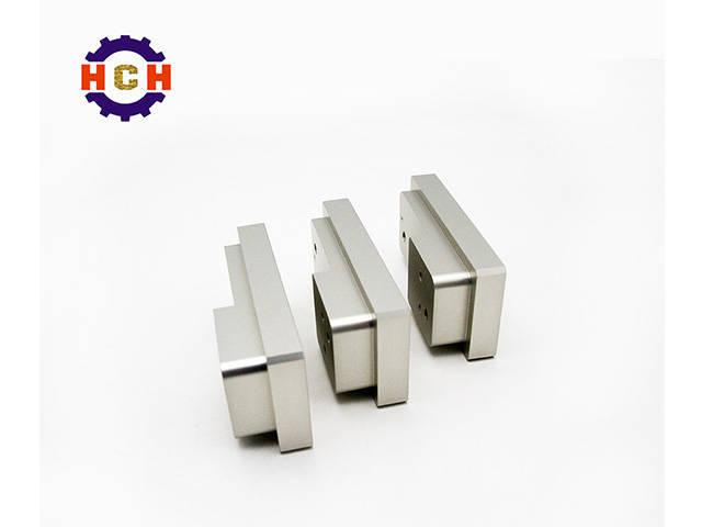 深圳精密机械加工机床的CNC精密机械加工参数选择主要包括选择切削刀具的视点