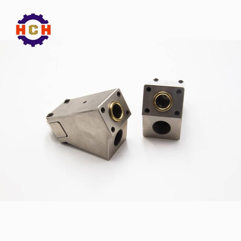 精密零部件加工是在通用铣床的基础上开发的密数控铣床是程控自动加工机床。