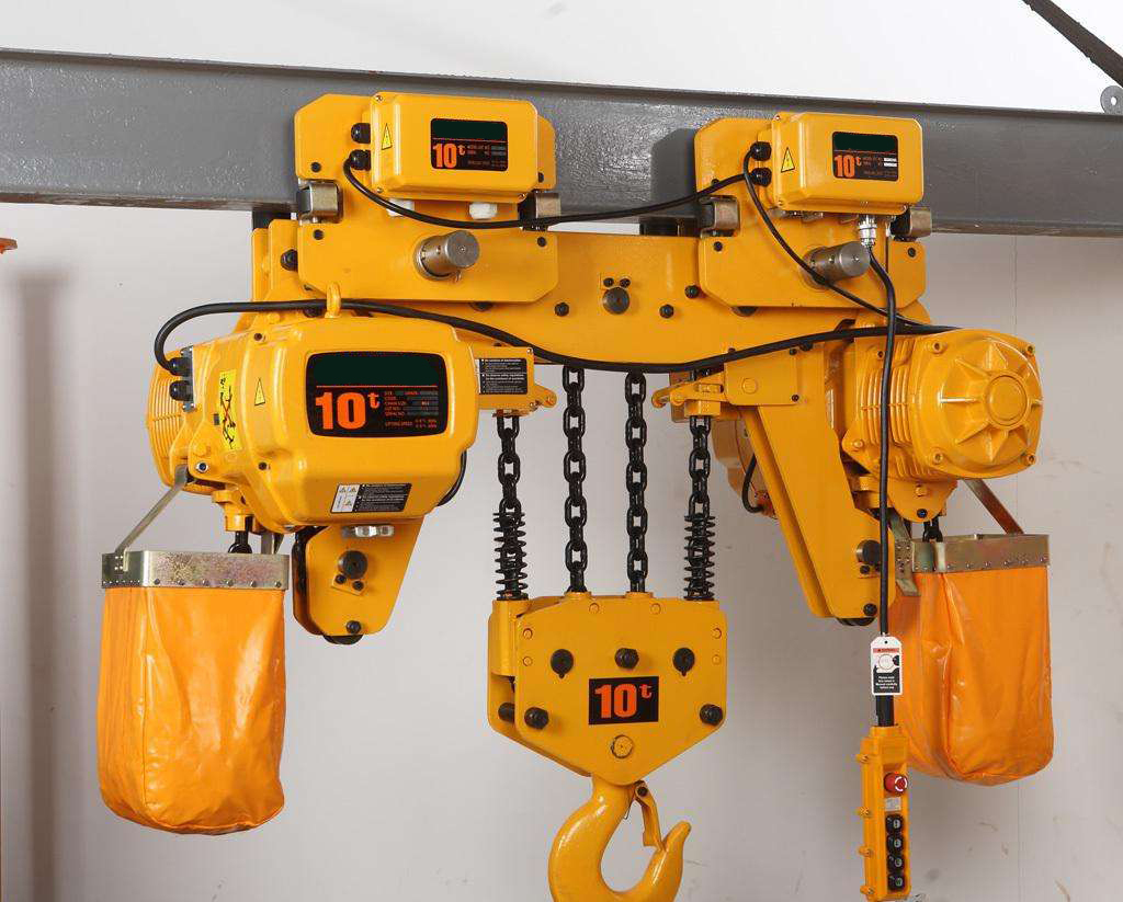 Low headroom chain electric hoist design