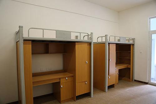 四人间公寓寝室