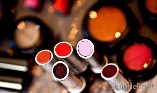 吹弹可破的肌肤护肤品尽在广州oem化妆品工厂百媚