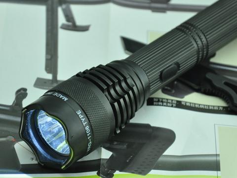 1106型钛合金改进型强光电击器